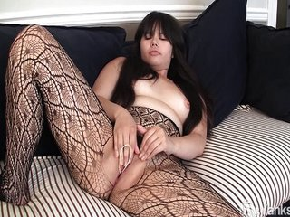 Asian Hermine toying her..