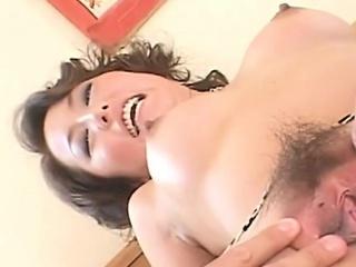 Super horny asian babe