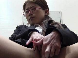 Japanese ho masturbating