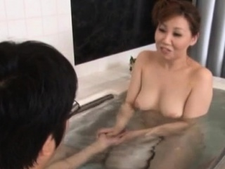 Mature slut gives a steamy..
