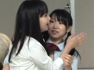 Schoolgirl gives steamy..