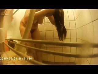 Presi (is showering..
