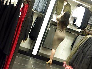 Chinita entallada en vestido..