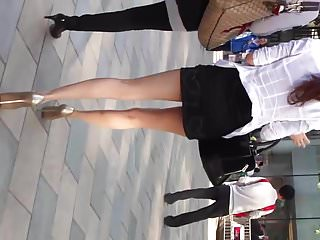 Extremly sexy girl in short..
