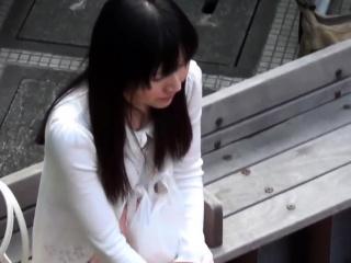 Asian skank peeing in will..