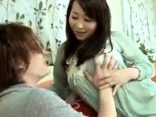 Asian slut enjoys a messy..